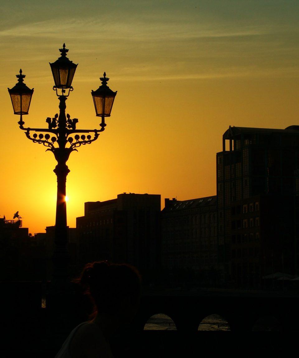 street-lamp-433512_1920